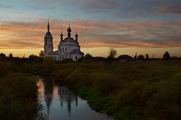 Вечерело / Церковь Рождества Богородицы в Савинском Ростовского района Ярославской области.
