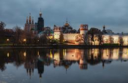 У Новодевичьего... / Новодевичий женский монастырь