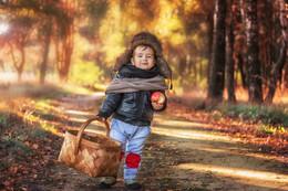 По дороге к бабушке... / Мужичок с ноготок идет к бабулечке)