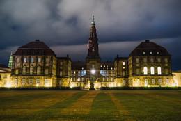 Тени Кристиансборга / Датский замок Кристиансборг в Копенгагене