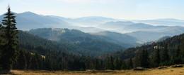 Под солнцем / Вид на горы в контровом свете, начала ноября.