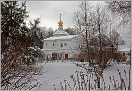Зима в монастыре / Никольская надвратная церковь Борисоглебского монастыря (1685-1687 гг.). Дмитров.