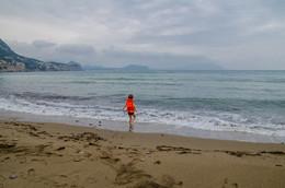 Маленький человек / И такое большоё море....Ноябрь в Крыму.