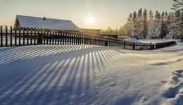 И солнце светило... / солнечный день января в деревне...