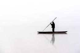 Странник / Фото сделано на озере в туман