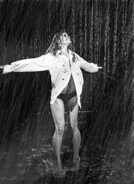 Танец света и теней / Дождь
