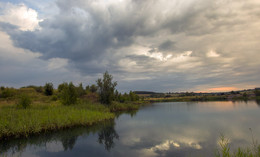 Рассвет.. / Грозовое утро на озере...