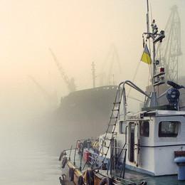 Тонкая линия, тонкая грань... / Туман, порт.