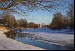 Река Полисть в феврале. / город