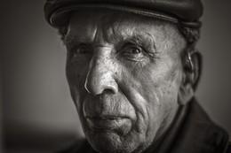 Не самый важный момент / старый 83 летний художник.увлекся недавно фотографией