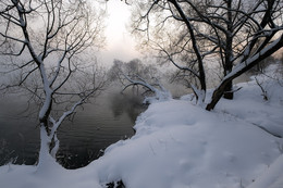 Рассвет,туман,иней.. / Под белым покрывалом января....