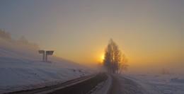 Тоора-Хем, 1883 / Примерно таким мог быть восход солнца и морозным утром 7 января 1883, в год основания этого тувинского села русскими старообрядцами. Ныне это центр Тоджинского района (кожууна). Жителей здесь ок. 2400 чел. (2014), в основном, тувинцы.  52°28'0'' с.ш., 96°5'60'' в.д.