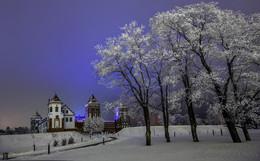Ночной зимний этюд в Мире / Мирский замок + 5 тополей на плющихе...