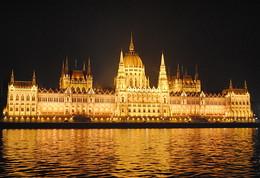 Прогулянка нічним Будапештом / Вигляд з кораблика