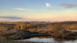 Рассвет.. / Утро на склонах пруда....