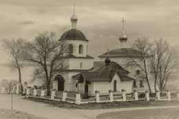 / Храм в честь святых равноапостольных царей Константина и Елены в Свияжске.