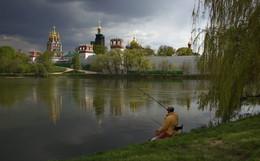 Рыбак / Пруд у Новодевичего монастыря