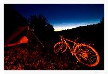 """Туристическая / Фотка про то, как однажды мы с женой поехали на реку Вилия с палаткой, а вечером неожиданно на велосипеде приехал человек, которого зовут """"ДиМ"""", к тому самому вечеру отмахавший на своем двухколесном друге добрую сотню километров. Когда была полночь, вдруг над рекой раздались звуки флейты... Неожиданно оказалось, что это снова """"ДиМ"""". Мы сидели и запекали картошку, а велосипед, палатка и все прочее через пол-часа утонут в росе... :):):):):)"""
