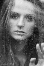 Не уходи... / ...это капли дождя или слезы мои пробежали...
