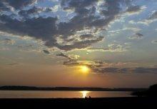 закат на озере / первый теплый вечер