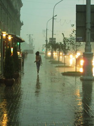 уходящая в дождь / не касаясь земли