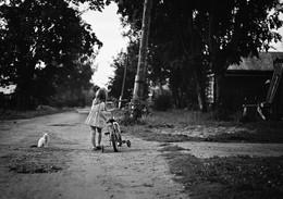 девочка с велосипедом / ***