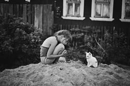 девочка и котенок / ***