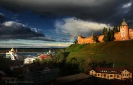 Осеннее состояний древнего города / Нижний Новгород. Сентябрь с радугой и предгрозовым состоянием.