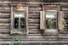Два окна... / Усадьба Василёво, Тверская область август 2016 г