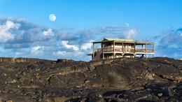 жизнь на вулкане / Гавайи. Люди строят дома на местах поселений разрушенных вулканом.