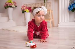 Алое платье   Scarlet dress / Интересно снимать маленьких детей, не смущаются, не волнуются, вот только могут не слушаться.  p.s. Юрий Г. ты явно вспомнишь это фото