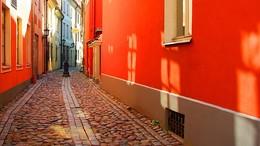 Рижское утро... / Весеннее солнечное утро на узкой улочке в Старой Риге...