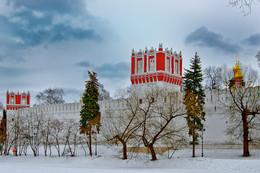 Новодевичий монастырь / Напрудная и Лопухинская башни