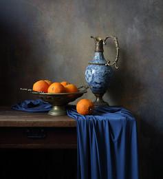 С апельсинами / Классический натюрморт с кувшином и апельсинами