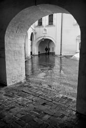 Из-под / Суздаль, архиерейский двор, противный февральский дождь.