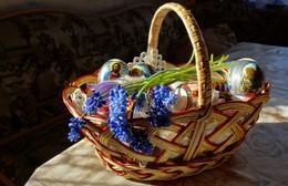 Со светлым праздником Пасхи! / Христос Воскрес! Возрадуйся и ты! Пускай твои сбываются мечты, Желаю счастья, благодати, света, Душа была любовью чтоб согрета! Летит колоколов звон до небес: «Христос Воскрес! Воистину Воскрес»! © http://smsik.su/s-pashoj/6.html