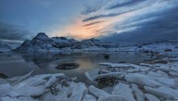 Восход на дальнем озере / золото и серебро Лофотен