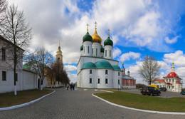 Вид на Успенский собор Коломенского кремля. / ***