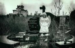 Радоница / Не повезло Ново-Игнатьевскому кладбищу Донецка, оно практически всё разбито, но, в православный праздник, дончане, под грохот канонад, пришли и сюда, чтобы проведать своих ближних, которые не дожили (и слава Богу) до такого кошмара, который творится на донецкой земле...Ходить по кладбищу нужно осторожно, чтобы не наступить на неразорвавшуюся мину или растяжку, к тому же, всё происходит в поле зрения снайперов (до Песок несколько сотен метров).  Иверский женский монастырь сильно пострадал, но действует и сейчас, сегодня была праздничная служба... На заднем плане некоторых кадров виден Донецкий международный аэропорт имени Сергея Прокофьева, вернее то, что от него осталось... Полностью серию смотрите здесь http://35photo.ru/photo_1735552/#author/1735552  http://www.youtube.com/watch?v=MKBRcuc8zYE