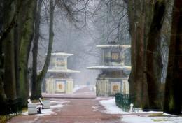 Римские фонтаны..... / Петергоф. Нижний парк. Март