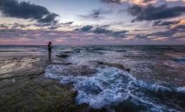 Рыбалка после заката... / Часто слышу, что такие фотографии постановка. Если есть сильные волны, какая рыба? Но, на самом деле, пик рыбы приходится именно на послезакатное время...А после захода солнца, море засыпает)....2017г.