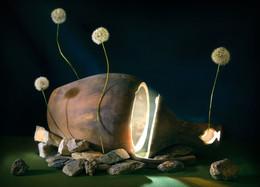 Возрождение / Световая кисть, фонарики в кувшине и горящая ароматическая пирамидка, чтобы прорисовался свет.
