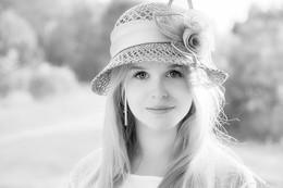 Оля. / Шляпка, лето, красивая девушка.
