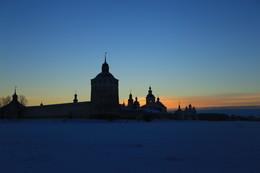 СтеноТерапия / Кирило-Белозерский монастырь ранним морозным утром. Январь.