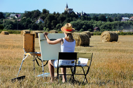 Девушка рисующая пейзаж / Девушка рисующая пейзаж. Московская область, вблизи поселка Грязь.