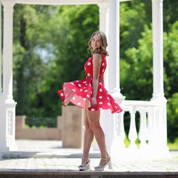 Весёлое лето / Портрет красивой девушки