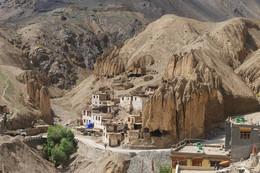 Деревня Lamayouro / Тибетская деревня в Гималаях. Индия, штат Джамму и Кашмир.