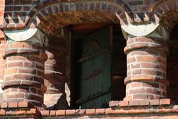 Зеленая дверь... / На галерее в Крутицком подворье...
