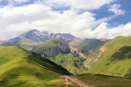 В горах Казбеги / в горах Казбеги