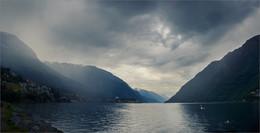 Пасмурным утром / Норвегия, фьорды, июль
